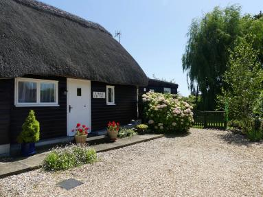 Stable Cottage - Brighstone (IC128)